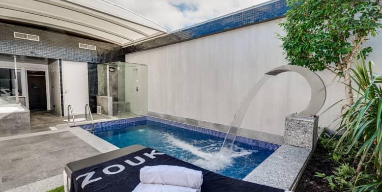 habitación con piscina en zouk madrid